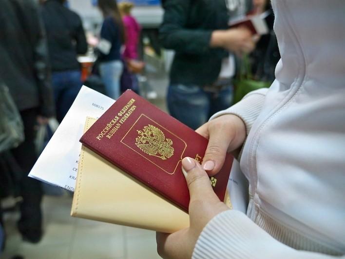 полученный паспорт в руках