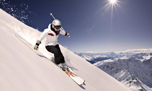 Любителей горных лыж обяжут оформлять страховые полисы